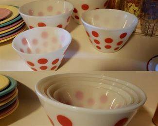vintage Fire King mixing bowls set