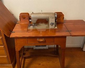 """1940's"" Singer sewing machine"