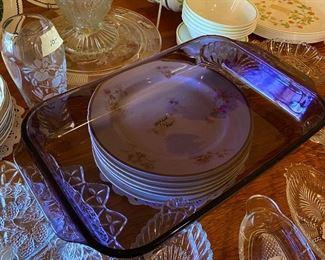 Rare amethyst Pyrex glass baking pan
