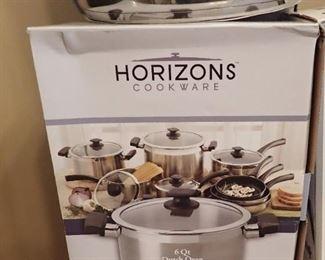 HORIZONS 6 QT DUTCH OVEN  NEW