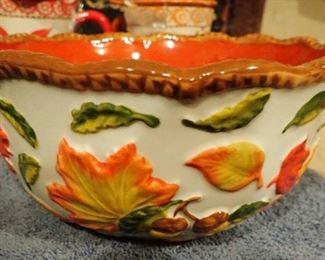 LARGE VARIETY OF MULTI SEASON SERVING AND BAKING DISHES