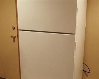 MAYTAG REFRIGERATOR - LESS THEN 6 MONTHS OLD