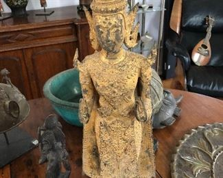 Thailand 18c gilded bronze jumbupate Buddha with crown