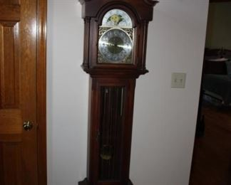 Grandmother's clock (Colonial)