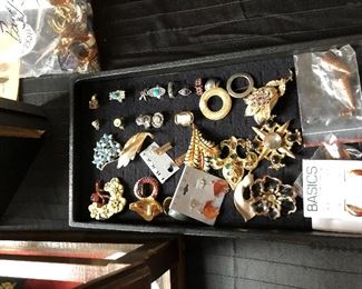 Jewelry (LOADS) including some gold and silver