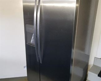 Whirlpool side by side refrigerator/freezer, purchased 11/2013