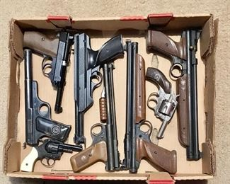LARGE LOT OF VINTAGE AIR & STARTING PISTOLS
