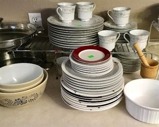 MORE VINTAGE PYREX & QUALITY DINNERWARE.