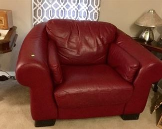HAVERTY'S OVER SIZED LEATHER CLUB CHAIR.