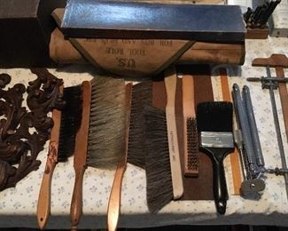 VINTAGE ASSORTED BRUSHES