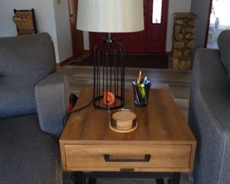 end table/matches coffee table