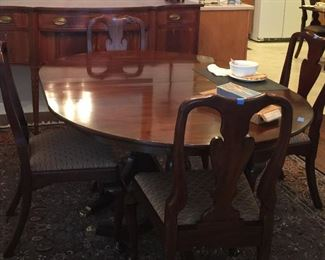Henkel Harris Mahogany Dining table, 4 leaves and 8 chairs