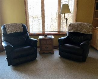 LA-Z-BOY black recliners, small side table and floor lamp