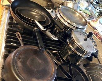 Pots and pans, Cast iron skillet 8, Cornbread pie pan marked