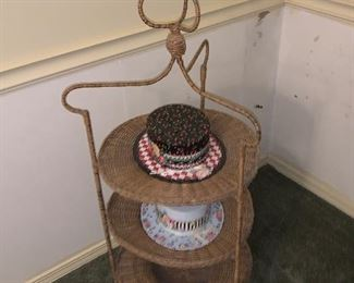 ANTIQUE HAT STAND WITH HATS