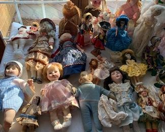 HUGE DOLL COLLECTIO