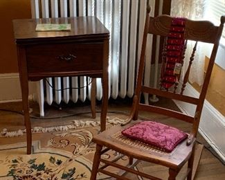 OAK ROCKING CHAIR AND SEWING MACHINE