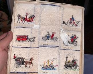 EMBROIDERED NAPKINSET