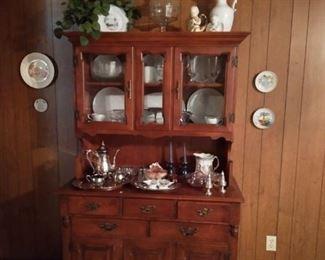 Wood 6 door china hutch