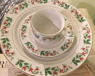 8 place settings of Gibson Holly Christmas dinner ware