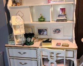 Darling vintage French Provincial Bedroom furniture