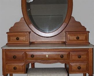 Bassett Furniture Solid Wood Vanity with Oval Bevel Mirror and Stool