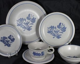 "Pfaltzgraff  ""Yorktowne"" USA 1967:  Dinner Plates(6), Luncheon Plates(2), Dessert/Small Salad(12), Fruit/Dessert Bowls(2) and Flat Cup & Saucers(2)"