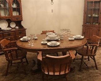 Ethan Allen Maple Dinning Room Table w/1 Leaf and 6 Captain Chairs