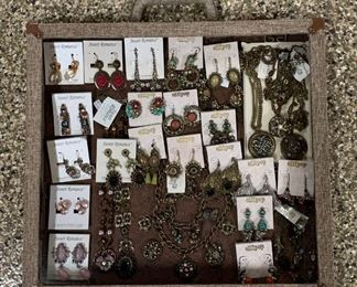 Antique-inspired boutique jewelry from Sweet Romance and Ollipop, 50% off all weekend!
