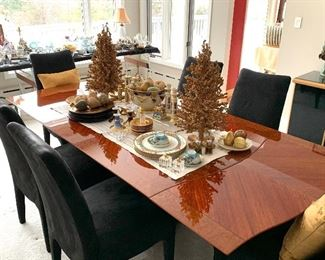 Stunning dining room table - Made in Italy exclusive for Excelsior - w/2 leaves - leaves are added on at each end of the table and can very easily be done by one person.