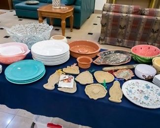 The green plates on the left are Fiesta.