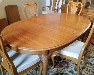 Thomasville dining room table w/6 chairs $275