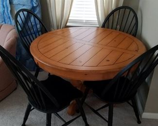 "48"" round dining table w/4 chairs & leaf $275"