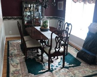 Pennsylvania House Table with 6 chairs.  2 extra leaves. Rug measures 8' x 11'.