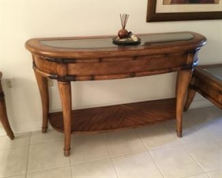 Haverty's console