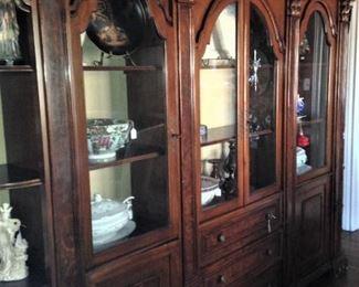 Impressive china cabinet/display cabinet