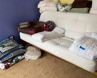 VERY NICE FUTON..EXTREME COMFY..Bed Blankets Linens