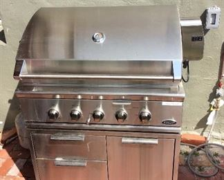 DCS Natural Gas Outdoor Professional Grill Cart by Fisher & Payke, Model CAD1-36. Grill / Rotisserie / Smoker. Nearly New.