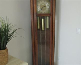 GORGEOUS HOWARD MILLER GRANDFATHER CLOCK.. IN EXCELLENT WORKING CONDITION