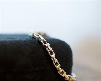 This Tiffany box chain bracelet is stunning!