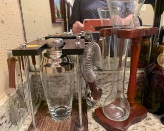 A bar full with VINTAGE  unique pieces to equip your Bar