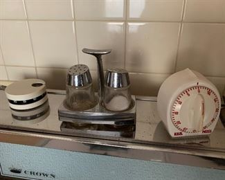 Lots of vintage kitchen items