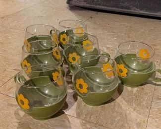 Pyrex Roly-poly sunflower cups