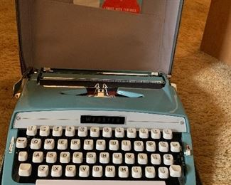 Webster typewriter in case