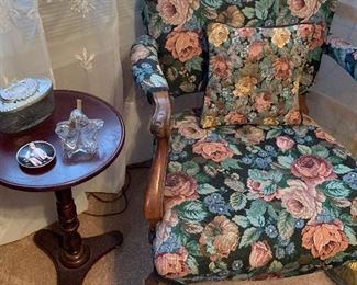 Lovely Side/Accent Chair