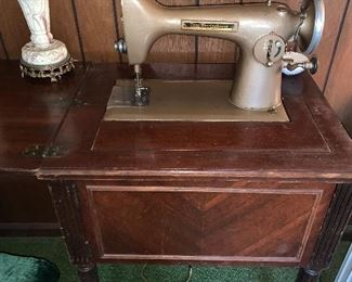 Old Seeing machine in Cabinet
