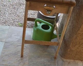 WOOD ACCENT TABLE FOR PATIO