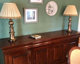Beautiful sideboard & quality brass lamps