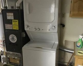Stacking washer/dryer w/pamphlets