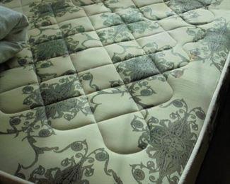 Full bed w/head board (same bed)